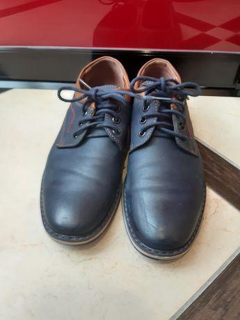 Дитячі туфлі в хорошому стані