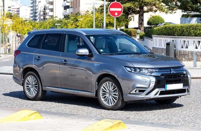 SUV Hibrido Plug In Mitsubishi