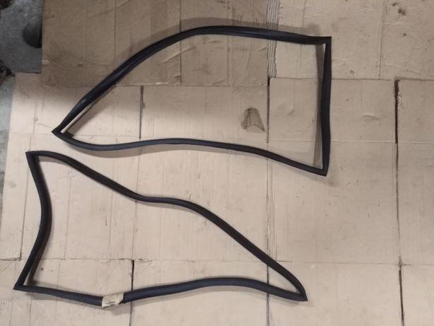 Syrena fabrycznie nowe uszczelki okna bocznego tył, lewa i prawa szyba