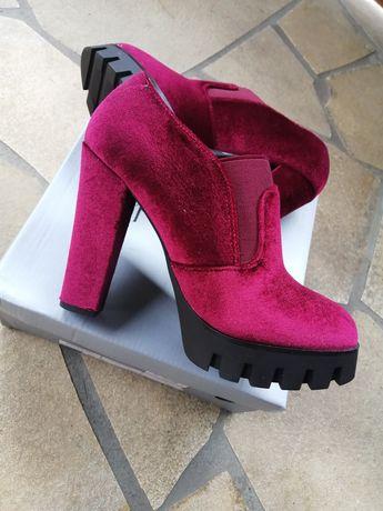 Buty nowe rozmiar 36 na platformie bordo dostępne dwa kolory