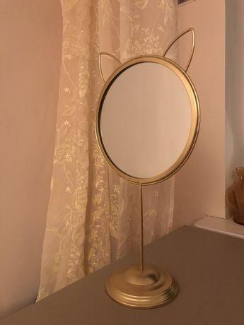 Złote lusterko z kocimi uszami