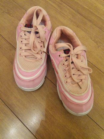 Продадим кроссовки