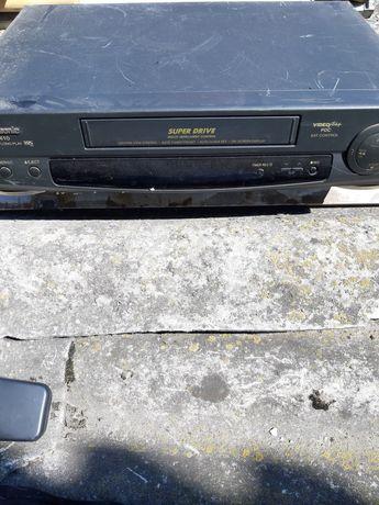 Odtwarzacze DVD I VHS.