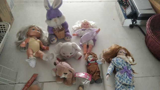 bonecas e peluches