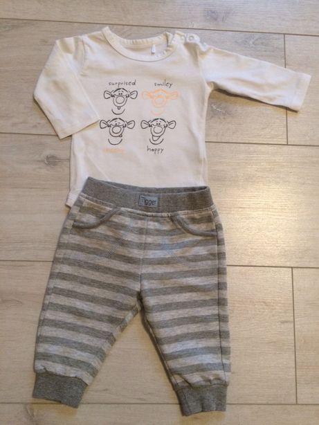 Komplet, zestaw spodnie dresowe dresy i body Disney ze Smyka, rozm. 62