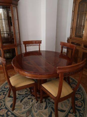 Cristaleira, Mesa e 4 cadeiras