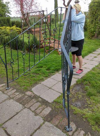 Schody- barierki do schodów, kuta stal