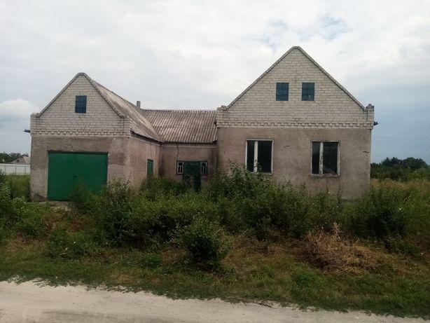 Продам дом в центре Петриковки.