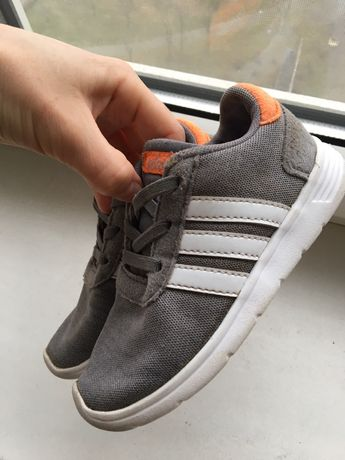 Кроссовки Adidas на мальчика легкие