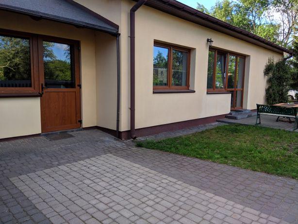 Dom, 2 wejścia, 2 kuchnie, 3 łazienki, miejsca parkingowe, 2km od M1