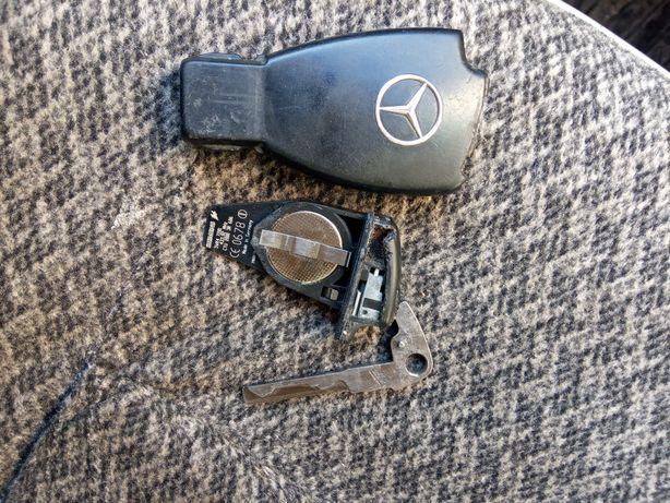 Продам брелок ключ Мерседес.