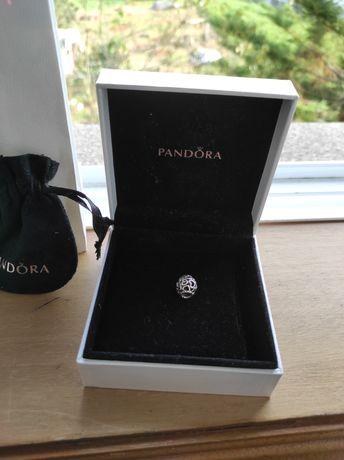 Conta Pandora corações