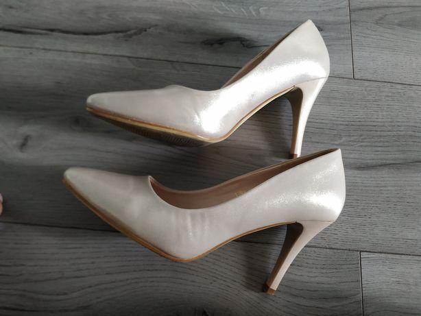 Жіночі туфлі 38 розмір, 25 см устілка