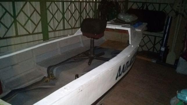 Продам лодку 4.2 м. на 1.6 м.