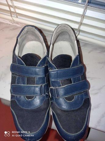 Продам ортопедические кроссовки на мальчика полный 36 размер