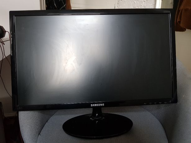 Monitor Samsung S24D330H używany 24 cale