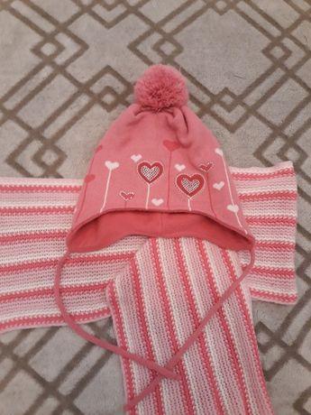 Красивая зимняя шапка и шарф на девочку