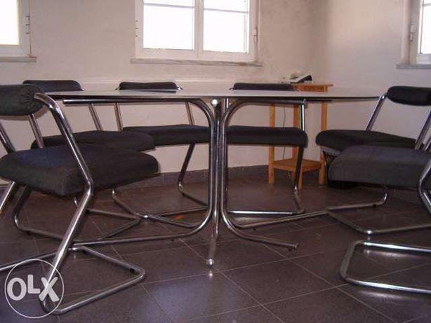 Mesa oval de jantar/reuniões em vidro
