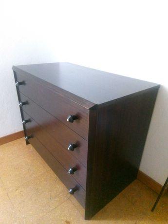 Cómoda e mesas de cabeceira
