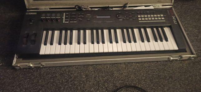 Yamaha MX49 + twardy case