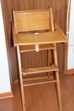 Cadeira alta de madeira para criança