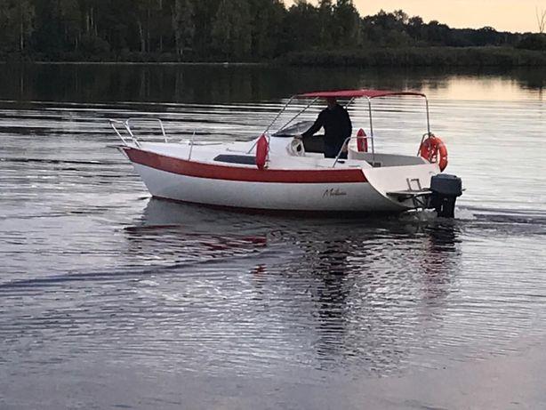 Jacht łódź motorowa kabinowa