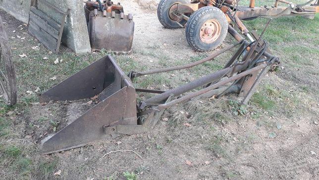 Ładowacz tylny do ciągnika z hydrauliką