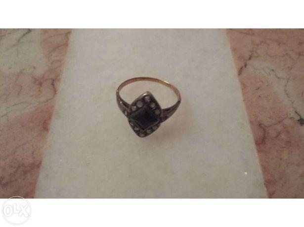 Anel antigo de ouro e prata com lascas de diamante