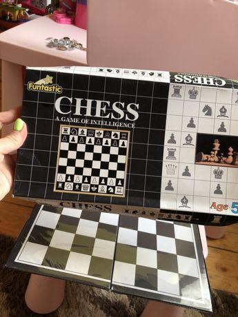 Игра шахмати chess