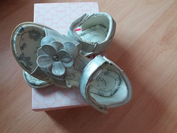 Sandałki śliczne, sztywny zapiętek roz. 27. Nelli Blu dł. 16.5 cm BDB