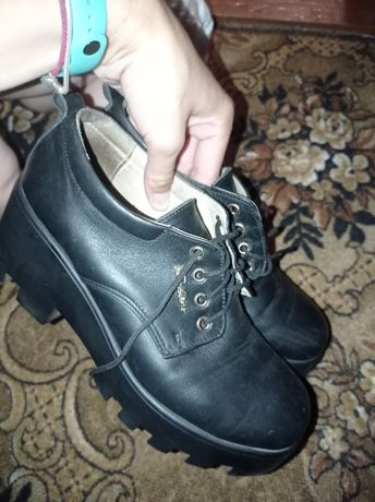 Продам взуття на тракторній підошві