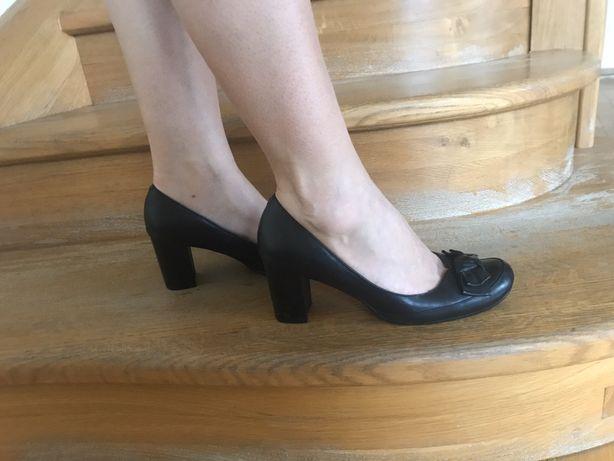 Шкіряні туфлі, чорного кольору. 38 розмір. Каблук-7 см