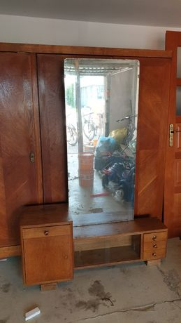 Toaletka z lustrem z czasów PRL