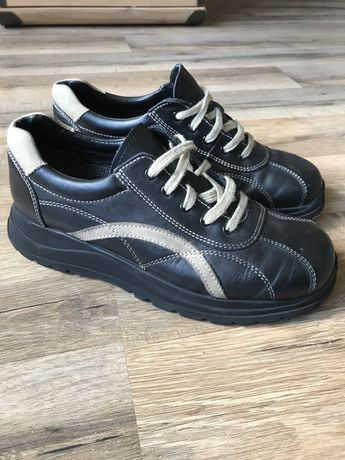 Кожаные спортивные туфли р.34