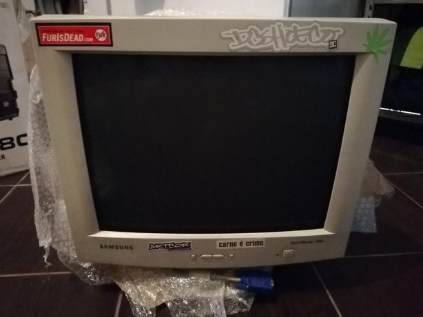 Monitor CRT Samsung Syncmaster 750