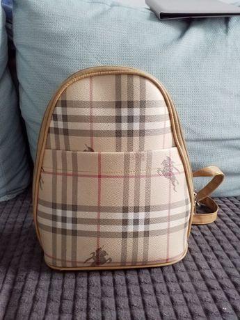 Plecak w modnym wzorze