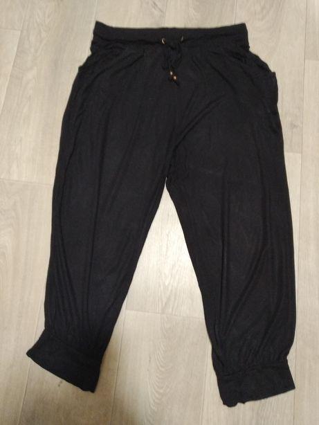Черные шорты капри 44-46 размер