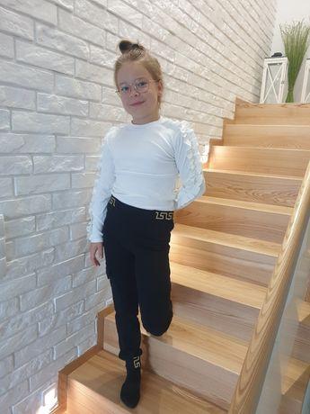 Bluzka biała spodnie bojówki