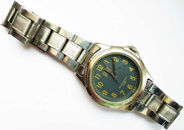 Рабочие цельные водонепроницаемые наручные кварцевые часы «Q&Q»!