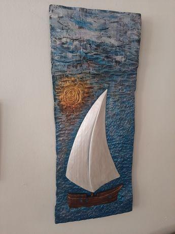 Płaskorzeźba w drewnie lipowym żaglówka zachód słońca morze rękodzieło