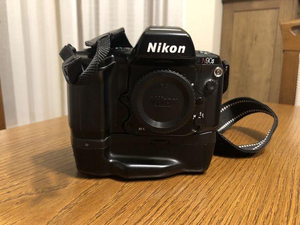 Nikon N90s / F90x i uchwyt mb-10