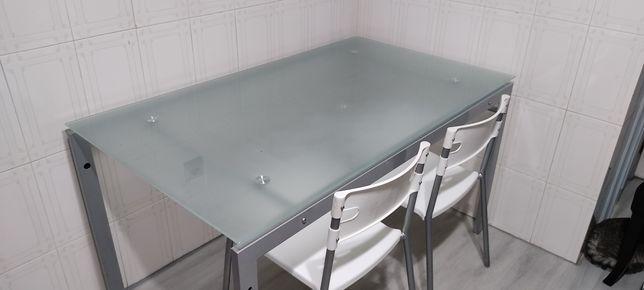 Mesa de cozinha em vidro c 4 cadeiras