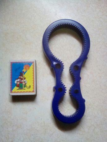 Ключ-открывалка для банок и бутылок с завинчивающимися крышками