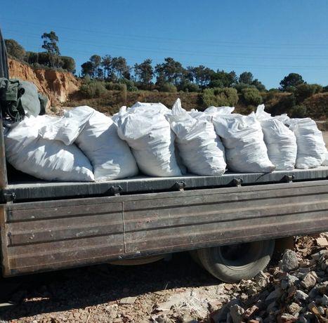 Recolha em contentores e carrinhas de entulho de obras e resíduos