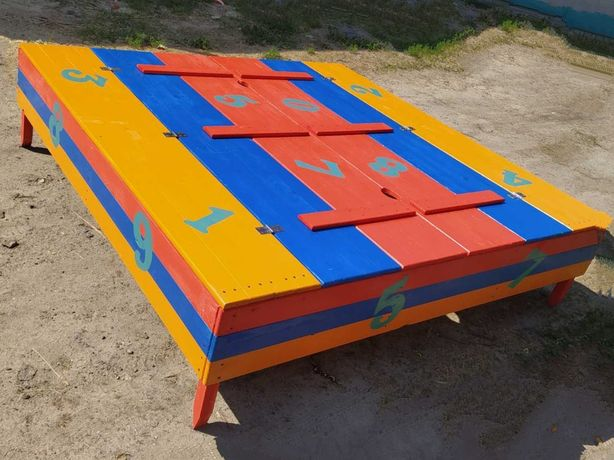 Песочница с крышкой, качеля, детский домик, заборчик