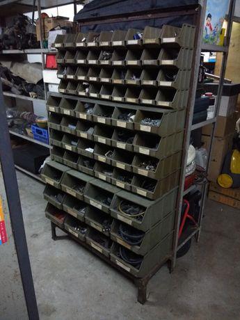 Móvel oficina com caixas para parafusos