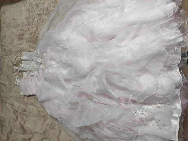 Продам пишну сукню