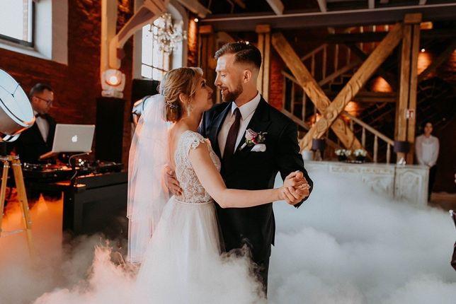 taniec w chmurach / fontanny iskier / napis love