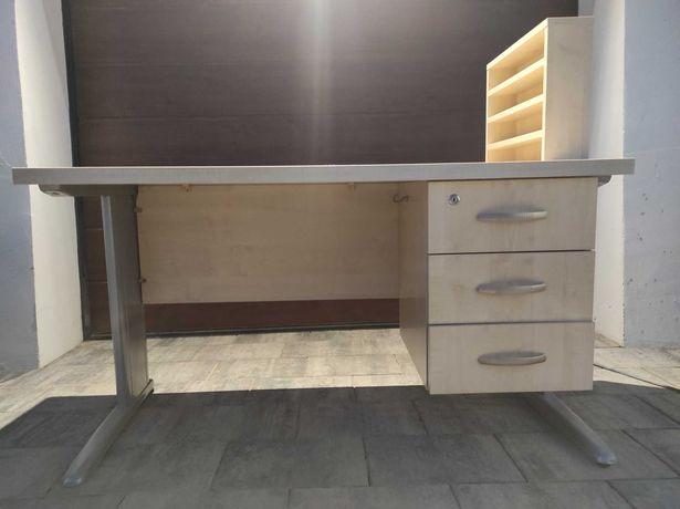 Solidne biurko - dwie sztuki
