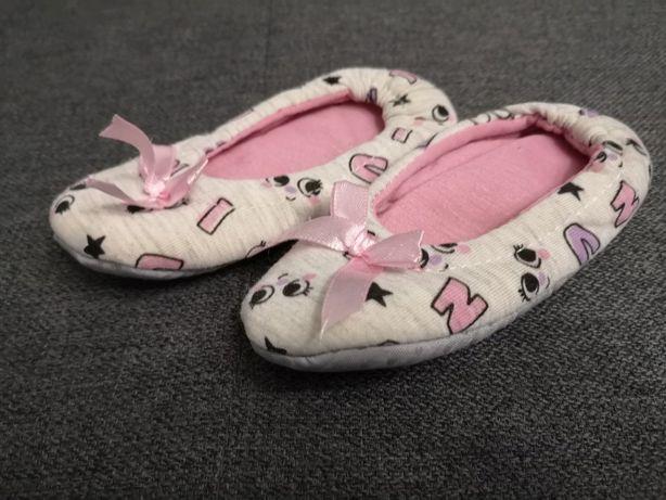 Domowe ciapetki buciki po domu dla dziewczynki
